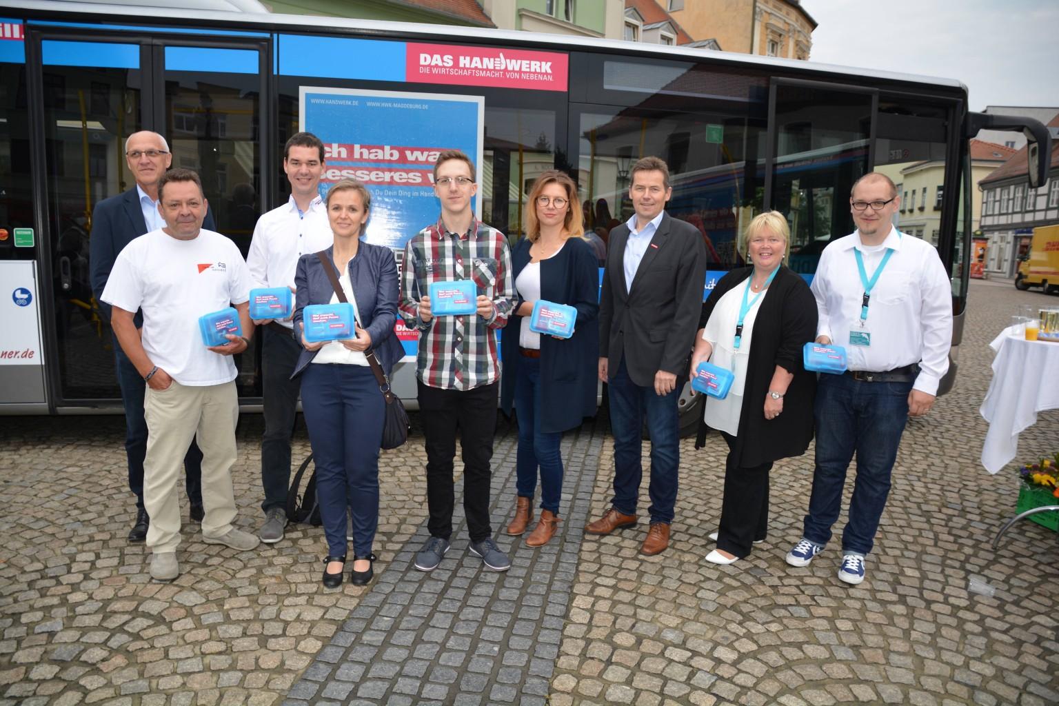2016-09-17-bus-uebergabe-betriebe